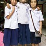 Supattra Sasuphan avec 2 autres ecolieres