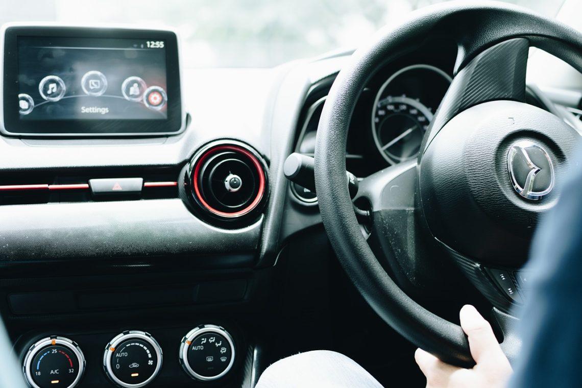autoradio intelligent pour utiliser téléphone au volant
