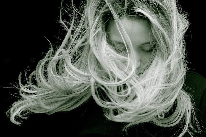 bienfaits des huiles essentielles sur les cheveux