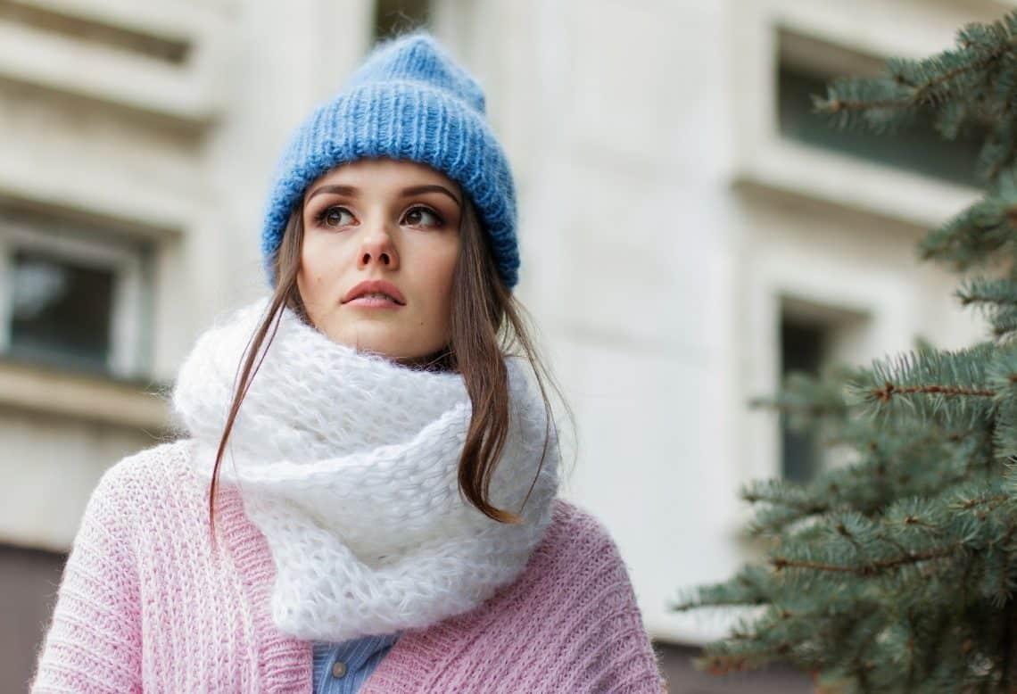 femme maquillée en hiver