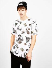 homme avec un tshirt vintage